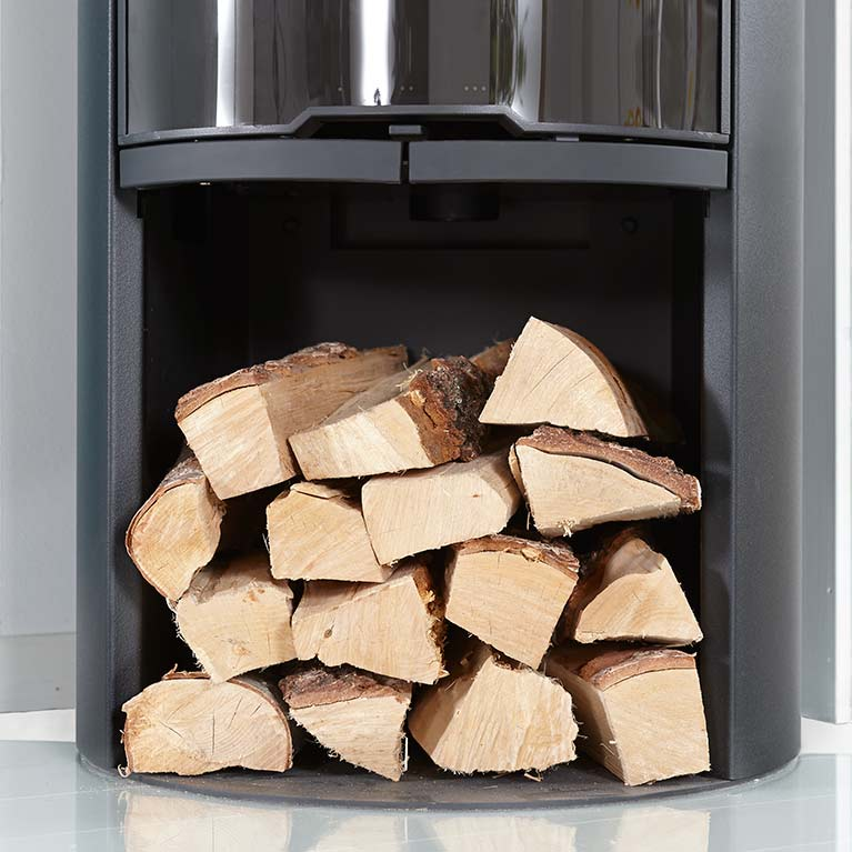A practical log compartment under the stove